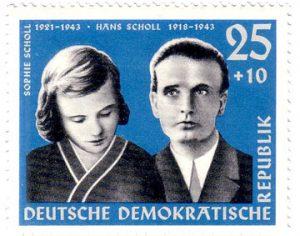Die Geschwister Hans und Sophie Scholl als Motiv einer Briefmarke der DDR von 1961